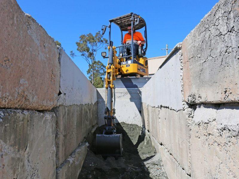 XCMG-XE17U-Mini-Excavator-Hire-Rental-3